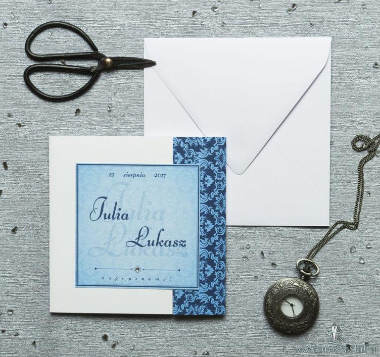 Rozkładane na trzy części zaproszenie z niebieskim motywem barokowym i cyrkonią. ZAP-24-03 - ZaprosNaSlub