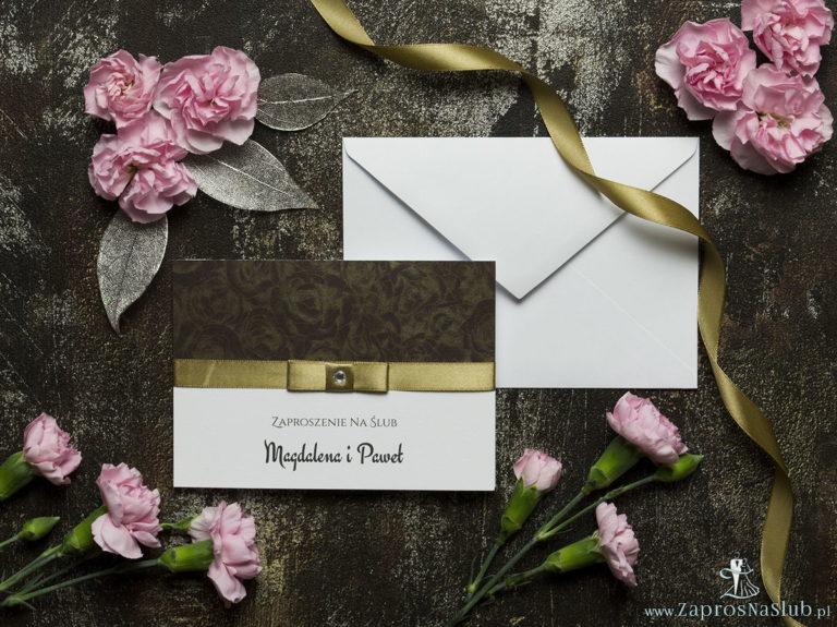 ZaprosNaSlub - Zaproszenia ślubne, personalizowane, boho, rustykalne, kwiatowe księga gości, zawieszki na alkohol, winietki, koperty, plany stołów - Bardzo eleganckie zaproszenia ślubne z jasno złotą wstążką, papierem w kolorze czekoladowo-złotych róż, cyrkonią i wklejanym wnętrzem. ZAP-64-50