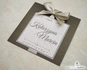 Zaproszenia ślubne na brązowym papierze metalizowanym, ze wstążką w kolorze jasne złoto i cyrkonią oraz wklejanym wnętrzem. ZAP-61-81 (8)