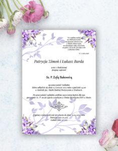 Nietuzinkowe kwiatowe zaproszenia ślubne z fioletowymi kwiatami i motywem ozdobnym. ZAP-94-04