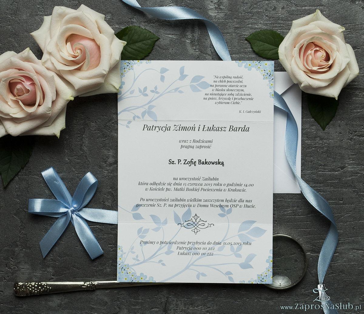 Unikatowe zaproszenia ślubne z kwiatami. Niezapominajki i wstążka w błękitnym kolorze. ZAP-93-05