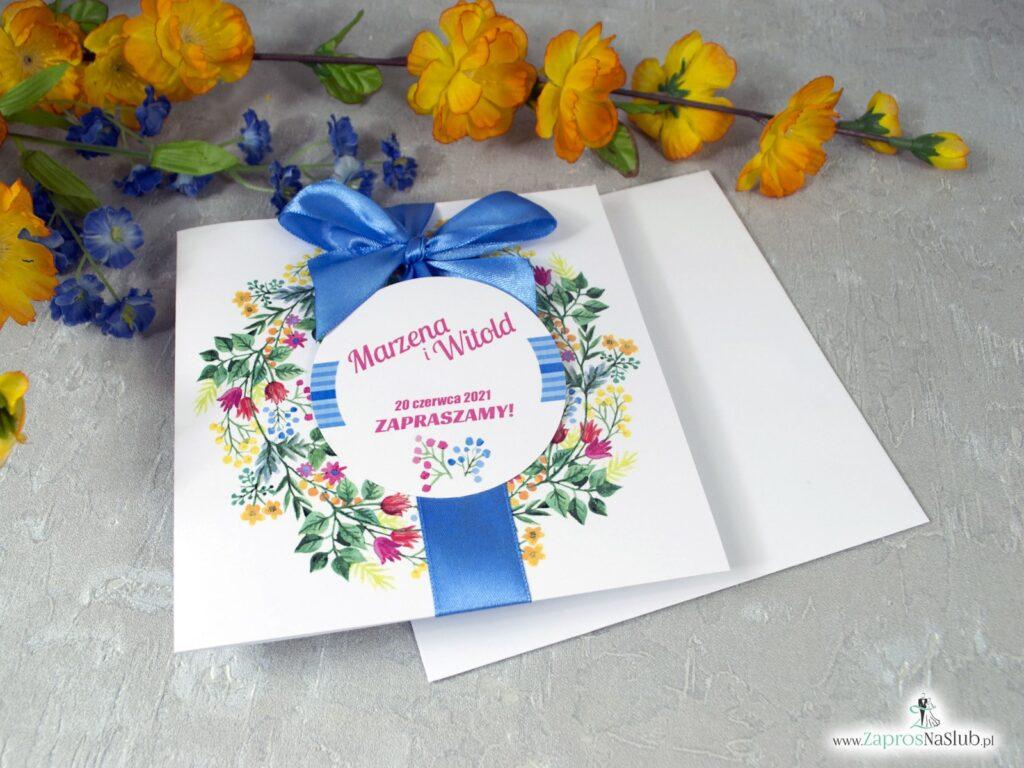 Modne zaproszenia ślubne wianki z różnorodnymi kwiatami ZAP-54-10
