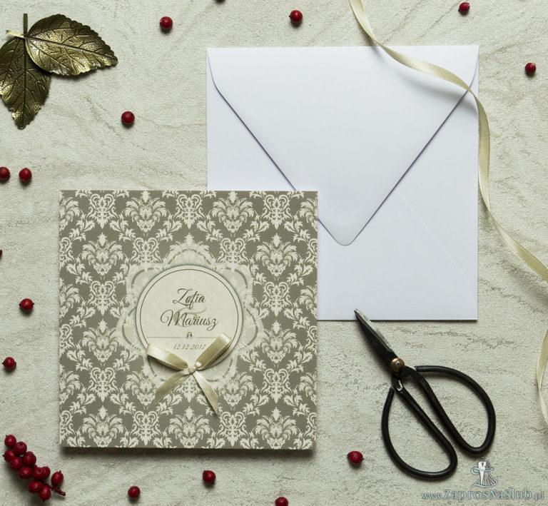 Zaproszenia designerskie – brązowo-kremowy ornament barokowy z motywem kwiatowym w kolorze ecru oraz satynową kokardką. ZAP-11-09 - ZaprosNaSlub