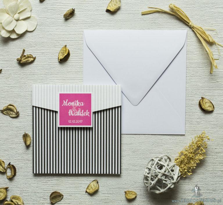 ZaprosNaSlub - Zaproszenia ślubne, personalizowane, boho, rustykalne, kwiatowe księga gości, zawieszki na alkohol, winietki, koperty, plany stołów - Zaproszenia z czarno-białymi paskami w kształcie koperty. ZAP-15-06