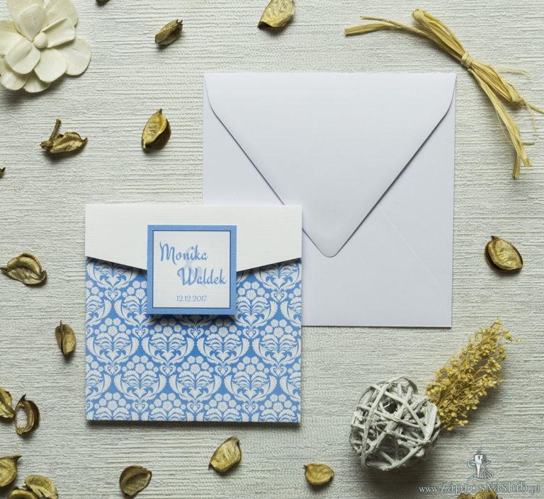 Zaproszenie z błękitno-białym ornamentem florystycznym w kształcie koperty. ZAP-15-10 - ZaprosNaSlub