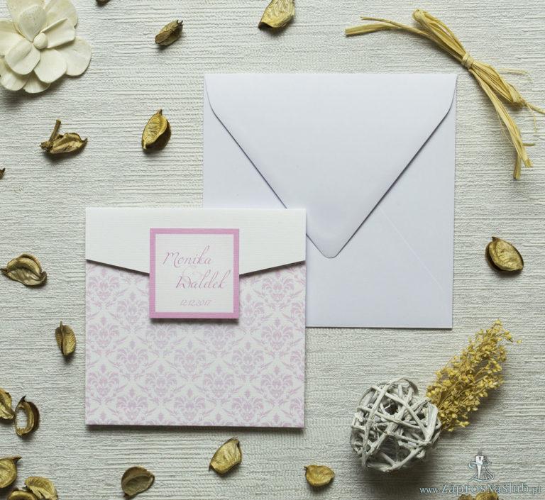 Zaproszenia z różowym barokowym damaskiem w kształcie koperty. ZAP-15-12 - ZaprosNaSlub