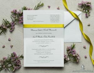 Zaproszenia z żółto-zielonym motywem roślinnym, satynową wstążką oraz kokardką. ZAP-17-01