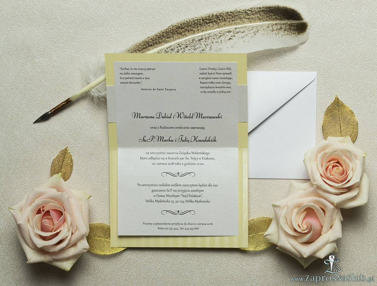 Wykonane na kremowym, paskowanym papierze, eleganckie zaproszenia ślubne z motywem tekstowym na papierze perłowym. ZAP-52-25