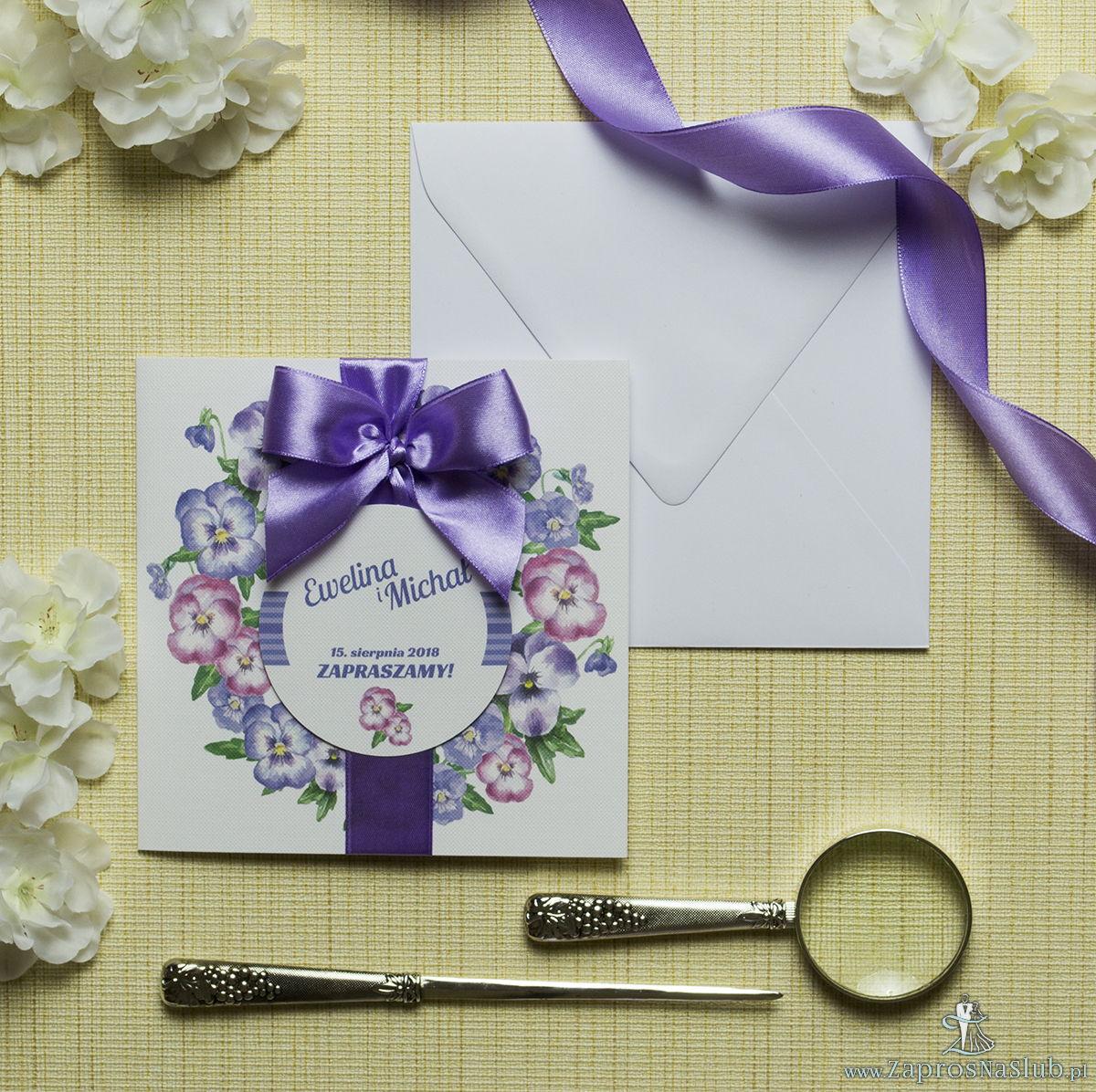 Zaproszenia kwiatowe - jesienny wianek z kwiatami bratków w dwóch kolorach. ZAP-54-08