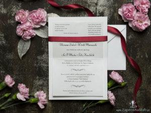 Bardzo eleganckie zaproszenia ślubne z ciemnoczerwoną wstążką, czarno-srebrną koronką, cyrkonią i wklejanym wnętrzem. ZAP-64-502