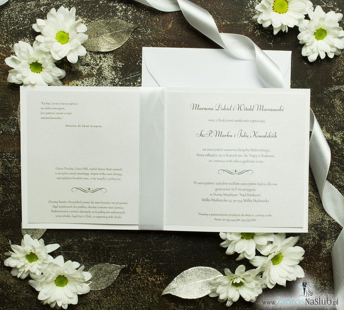 Bardzo prestiżowe zaproszenia ślubne z białą kokardką, dwoma cyrkoniami, kilkoma warstwami ciekawego papieru (np. srebrny w paski) oraz wklejanym wnętrzem. ZAP-71-92