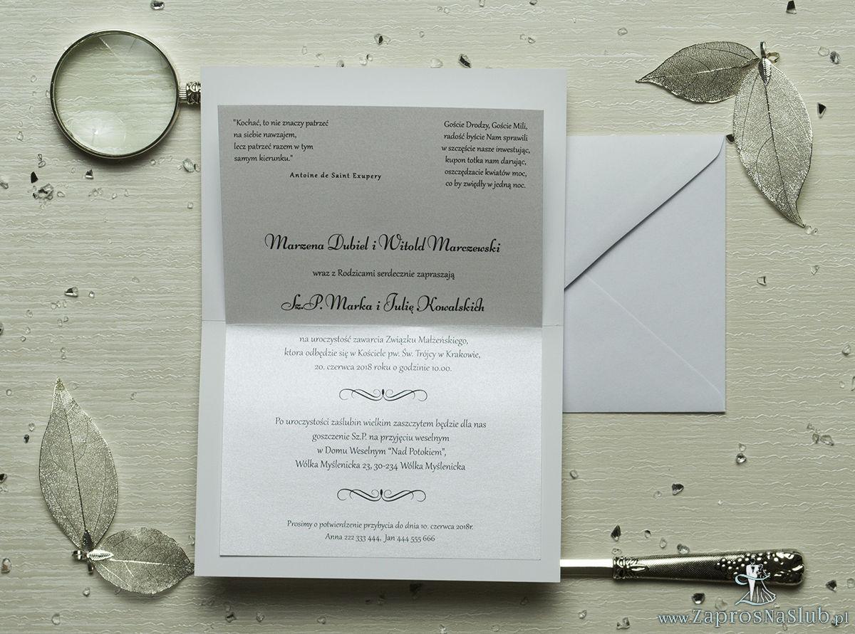 Eleganckie zaproszenia ślubne z cyrkonią oraz papierem ozdobnym przypominającym kremową, drobną koronkę, na który przyklejony jest motyw tekstowy. ZAP-72-505
