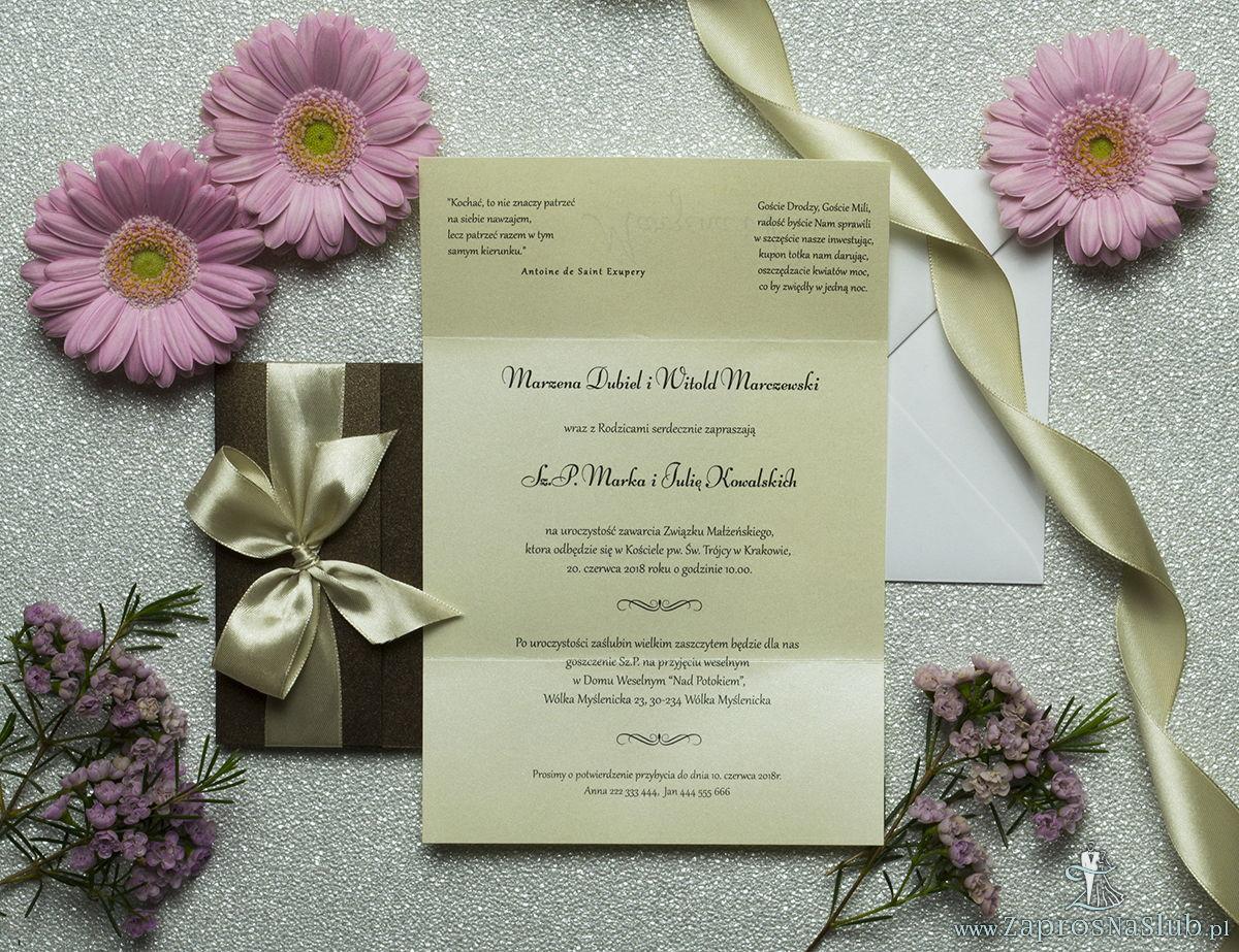 Ciekawe w formie eleganckie zaproszenia ślubne z wkładanym wnętrzem, wstążką w kolorze kawa z mlekiem z brązowego papieru perłowego. ZAP-73-81