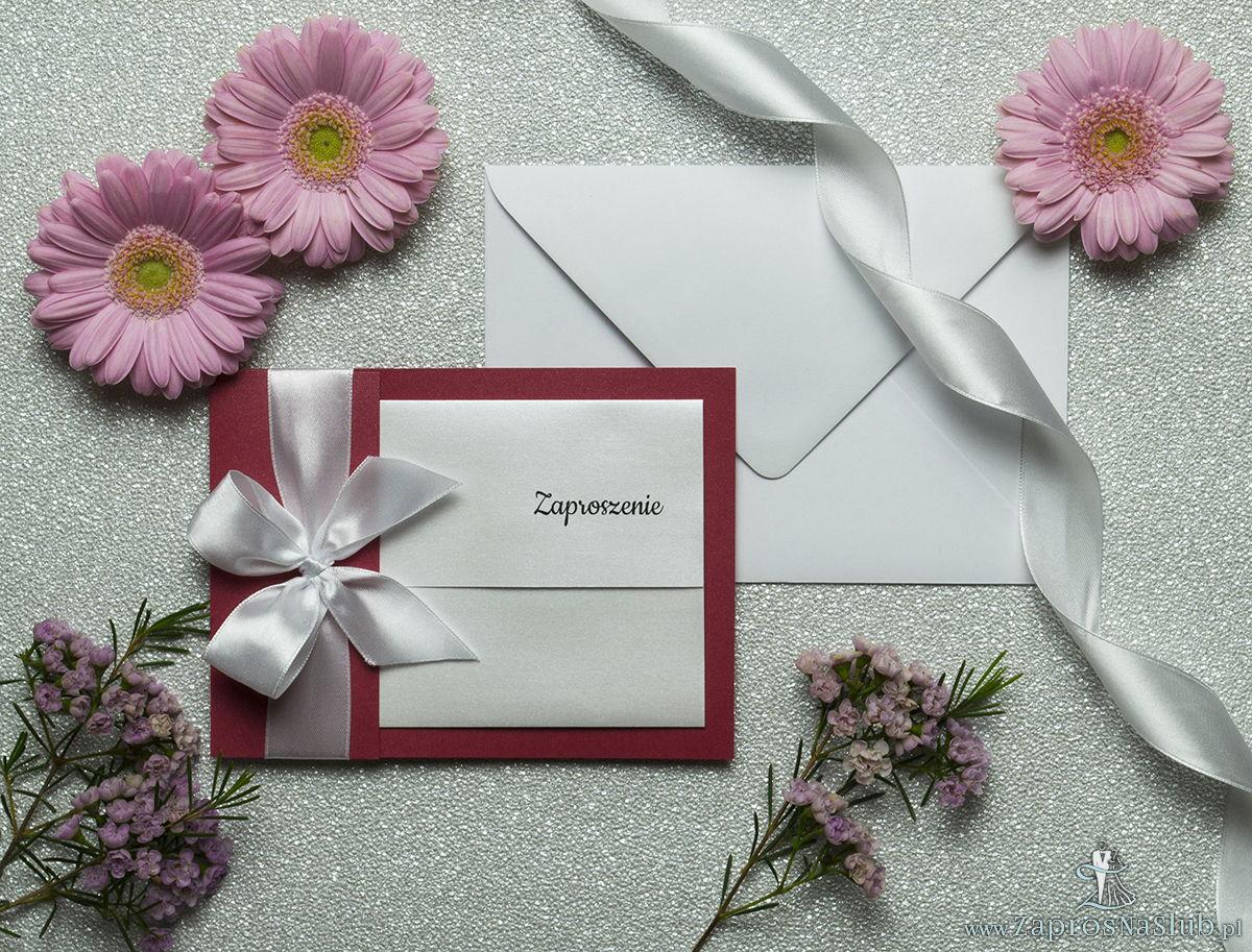 Ciekawe w formie eleganckie zaproszenia ślubne z wkładanym wnętrzem, białą wstążką oraz okładką z czerwonego papieru perłowego. ZAP-73-80