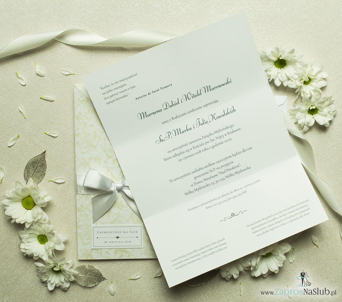 Wyjątkowo prestiżowe, dwuczęściowe zaproszenia ślubne. Charakterystyczna prostokątna okładka w złote róże na białym tle, biała kokardka i wnętrze drukowane na jasnym papierze. ZAP-89-51