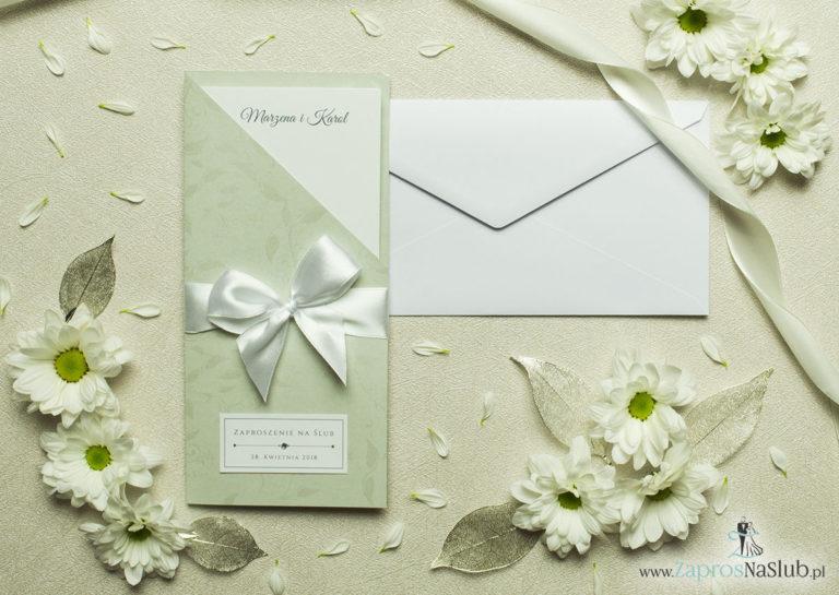 Wyjątkowo prestiżowe, dwuczęściowe zaproszenia ślubne. Charakterystyczna prostokątna okładka ze srebrnymi liśćmi, biała kokardka i wnętrze drukowane na jasnym papierze. ZAP-89-56