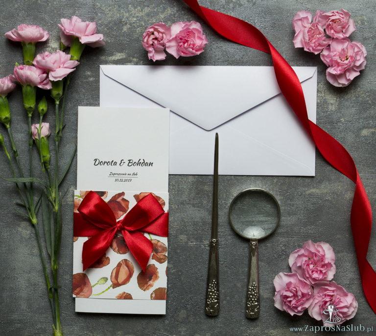 Niebanalne kwiatowe zaproszenia ślubne. Kwiaty – czerwone maki, czerwona wstążka i wnętrze wkładane w okładkę. ZAP-90-03 - ZaprosNaSlub