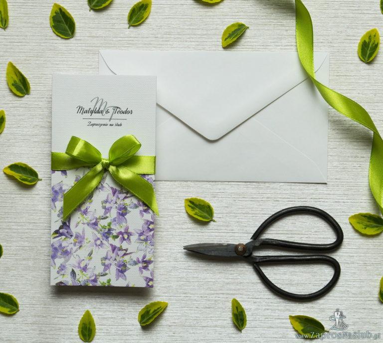 ZaprosNaSlub - Zaproszenia ślubne, personalizowane, boho, rustykalne, kwiatowe księga gości, zawieszki na alkohol, winietki, koperty, plany stołów - Zjawiskowe zaproszenia ślubne z fioletowo-zielonymi kwiatami, przewiązane wstążką satynowaną w kolorze pistacjowym. ZAP-92-04