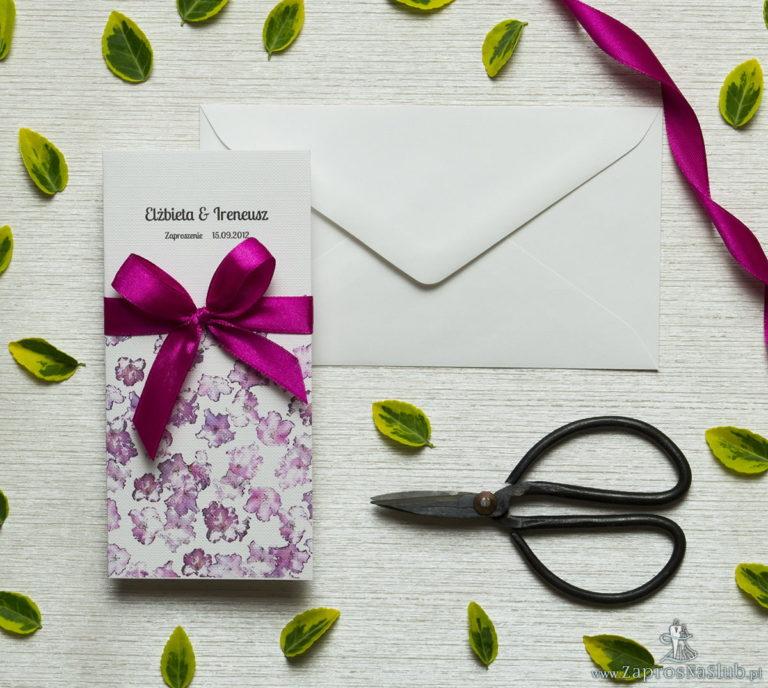 Zjawiskowe zaproszenia ślubne z kwiatami rododendronu (różanecznika, azalii), przewiązane wstążką satynowaną w intensywnym, malinowym kolorze. ZAP-92-13 - ZaprosNaSlub