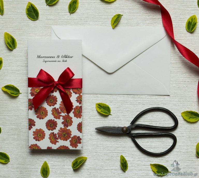 ZaprosNaSlub - Zaproszenia ślubne, personalizowane, boho, rustykalne, kwiatowe księga gości, zawieszki na alkohol, winietki, koperty, plany stołów - Zjawiskowe zaproszenia ślubne z kwiatami gerbery, przewiązane wstążką satynowaną w kolorze czerwonym. ZAP-92-14