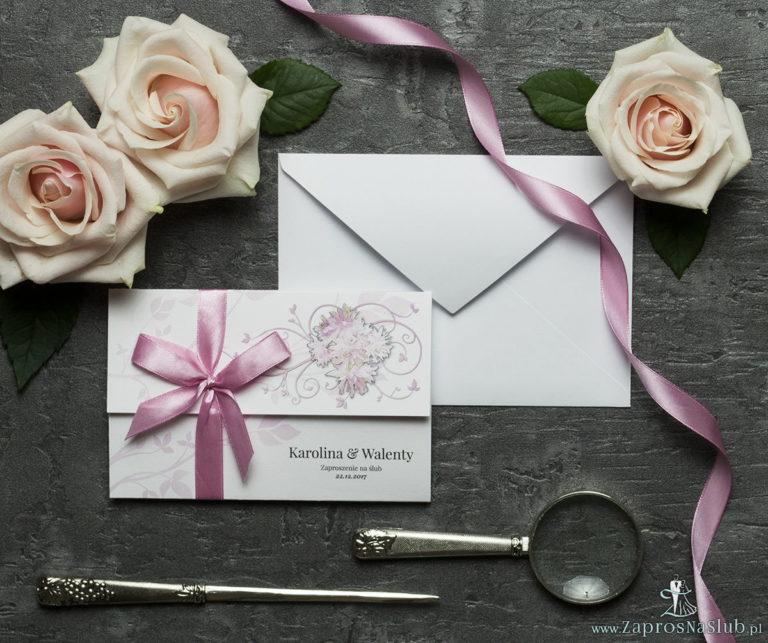 Unikatowe zaproszenia ślubne z kwiatami. Różowe kwiaty i wstążka w kolorze brudny róż. ZAP-93-09 - ZaprosNaSlub