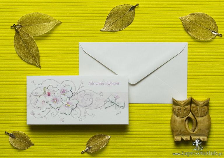 Nietuzinkowe kwiatowe zaproszenia ślubne z różowo-białymi kwiatami i motywem ozdobnym. ZAP-94-07 - ZaprosNaSlub