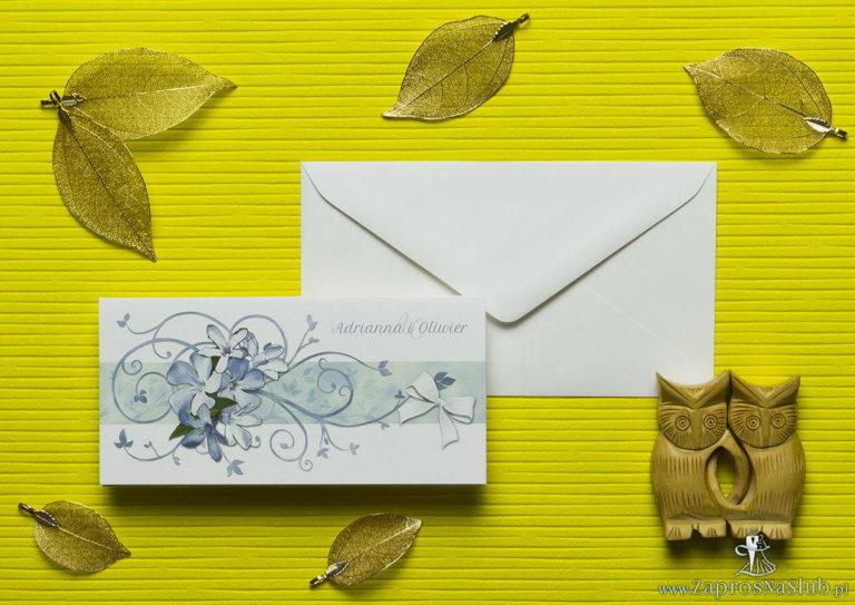 Nietuzinkowe kwiatowe zaproszenia ślubne z niebiesko-białymi kwiatami i motywem ozdobnym. ZAP-94-10 - ZaprosNaSlub