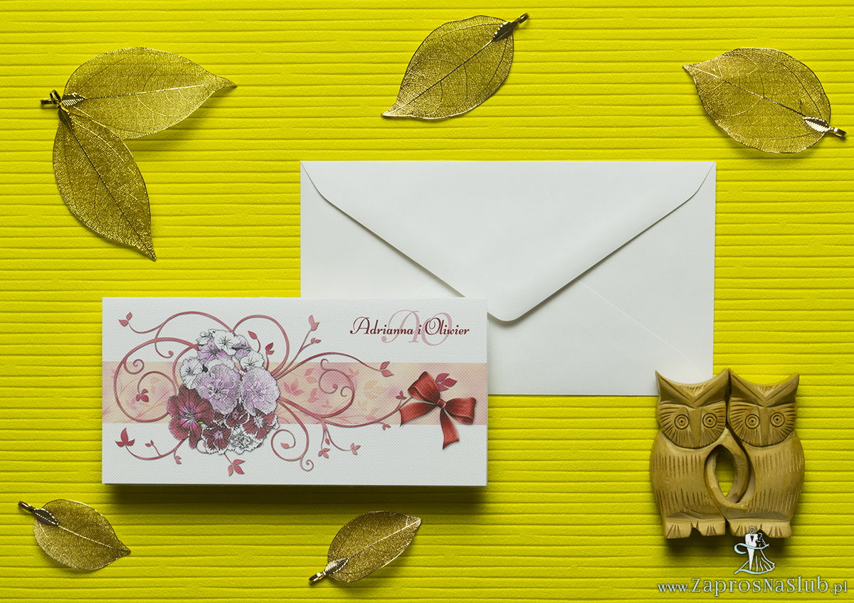 Nietuzinkowe kwiatowe zaproszenia ślubne z goździkami w odcieniach różu, czerwieni i bieli i motywem ozdobnym. ZAP-94-16