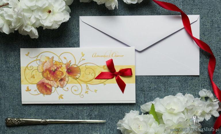 Składane na trzy części kwiatowe zaproszenia ślubne w formacie DL. Czerwone maki, czerwona kokardka i interesujący motyw ozdobny. ZAP-95-03