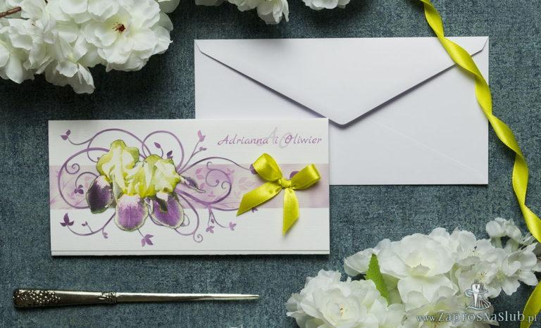 Składane na trzy części kwiatowe zaproszenia ślubne w formacie DL. Kwiaty – żółto-fioletowe irysy, żółta kokardka i interesujący motyw ozdobny. ZAP-95-15 - ZaprosNaSlub