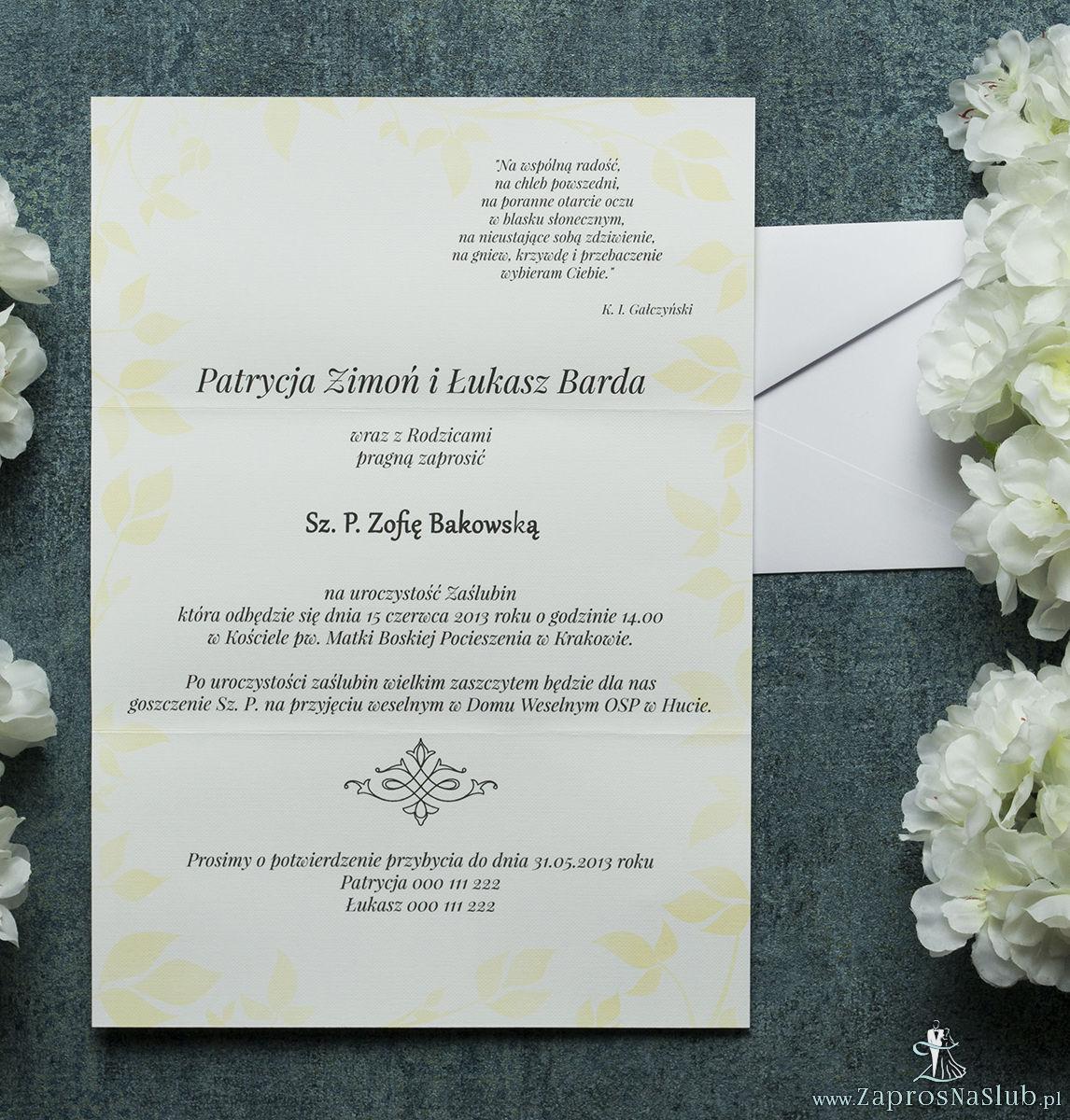 Składane na trzy części kwiatowe zaproszenia ślubne w formacie DL. Kwiaty - słoneczniki, żółta kokardka i interesujący motyw ozdobny. ZAP-95-19