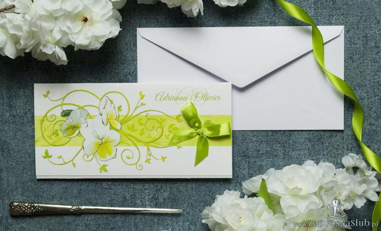 ZaprosNaSlub - Zaproszenia ślubne, personalizowane, boho, rustykalne, kwiatowe księga gości, zawieszki na alkohol, winietki, koperty, plany stołów - Składane na trzy części kwiatowe zaproszenia ślubne w formacie DL. Kwiaty – bratki, zielona kokardka i interesujący motyw ozdobny. ZAP-95-20