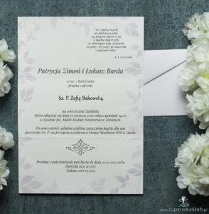 Składane na trzy części kwiatowe zaproszenia ślubne w formacie DL. Kwiaty bzu, różowa kokardka i interesujący motyw ozdobny. ZAP-95-21