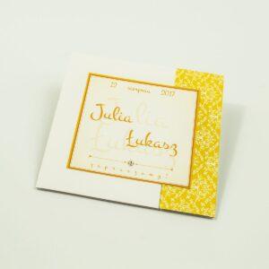 Rozkładane na trzy części zaproszenie z żółto-białą dekoracją i cyrkonią. ZAP-24-15