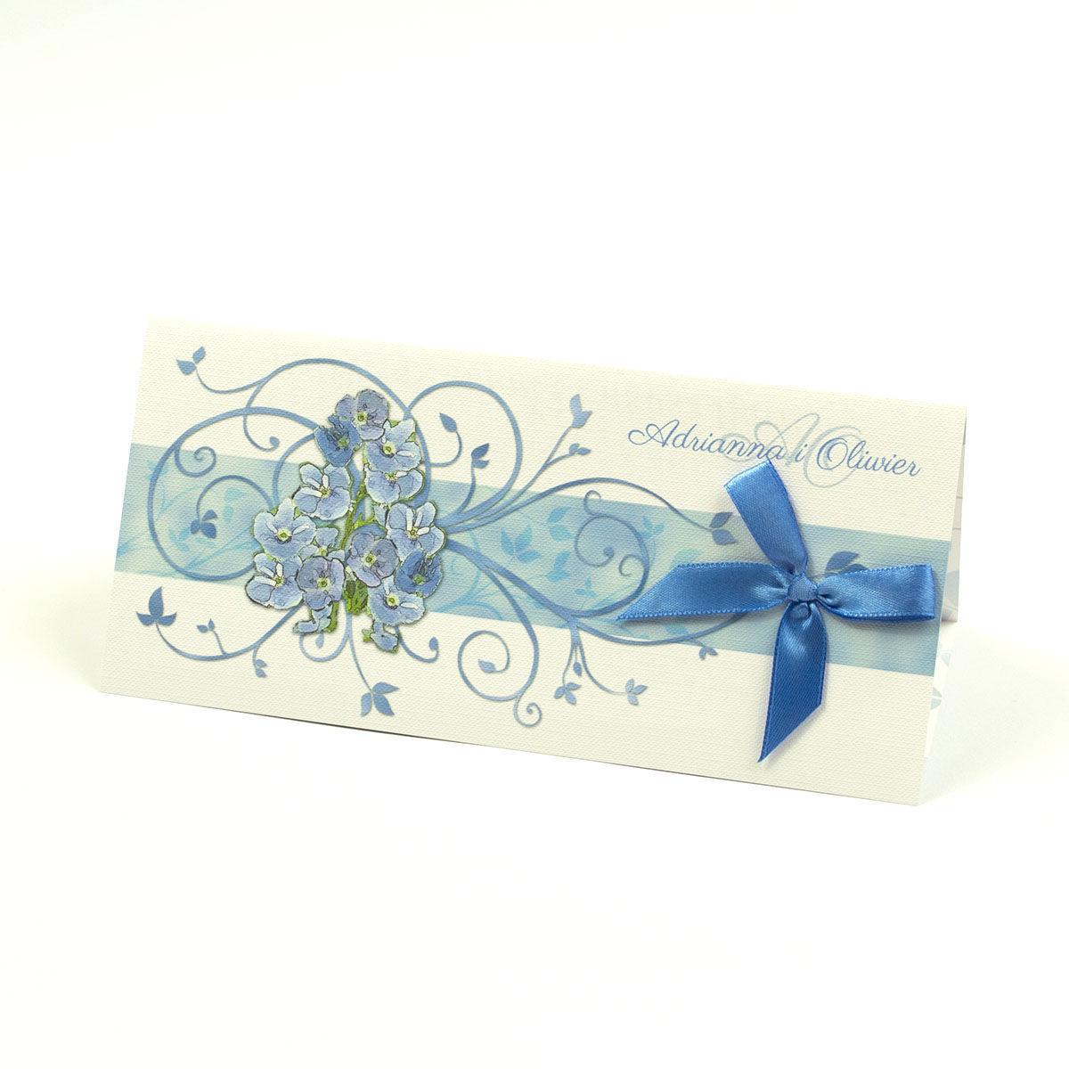 Składane na trzy części kwiatowe zaproszenia ślubne w formacie DL. Niebiesko-zielony motyw kwiatowy, niebieska kokardka i interesujący motyw ozdobny. ZAP-95-11