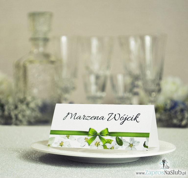 Kwiatowe winietki ślubne – składane na pół winietki z kwiatami jabłoni oraz malowaną, poziomą wstążką - ZaprosNaSlub