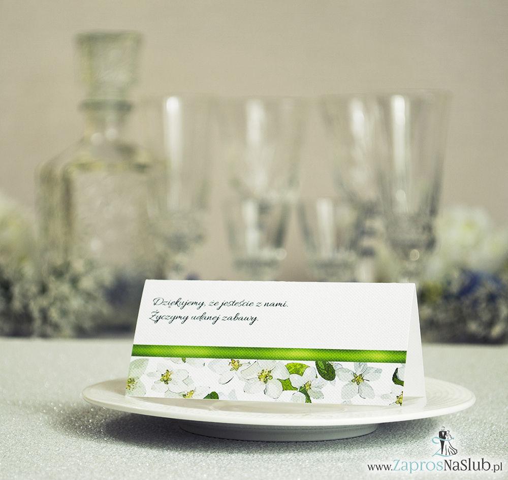 Kwiatowe winietki ślubne - składane na pół winietki z kwiatami jabłoni oraz malowaną, poziomą wstążką
