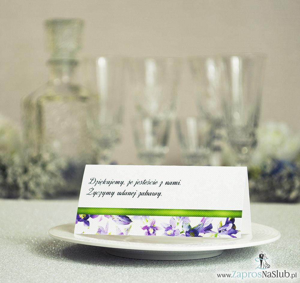 Kwiatowe winietki ślubne - składane na pół winietki z fioletowo zielonymi kwiatami oraz malowaną, poziomą wstążką