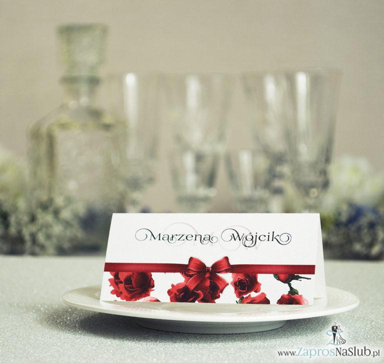 Kwiatowe winietki ślubne – składane na pół. Czerwone róże z malowaną, poziomą wstążką - ZaprosNaSlub