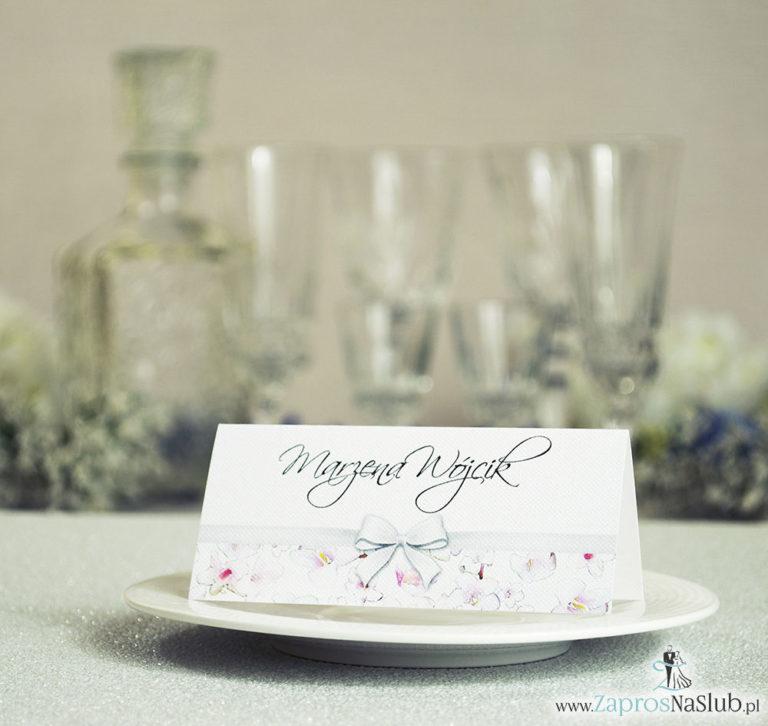 Kwiatowe winietki ślubne – składane na pół. Różowe oraz białe kwiaty z malowaną, poziomą wstążką - ZaprosNaSlub