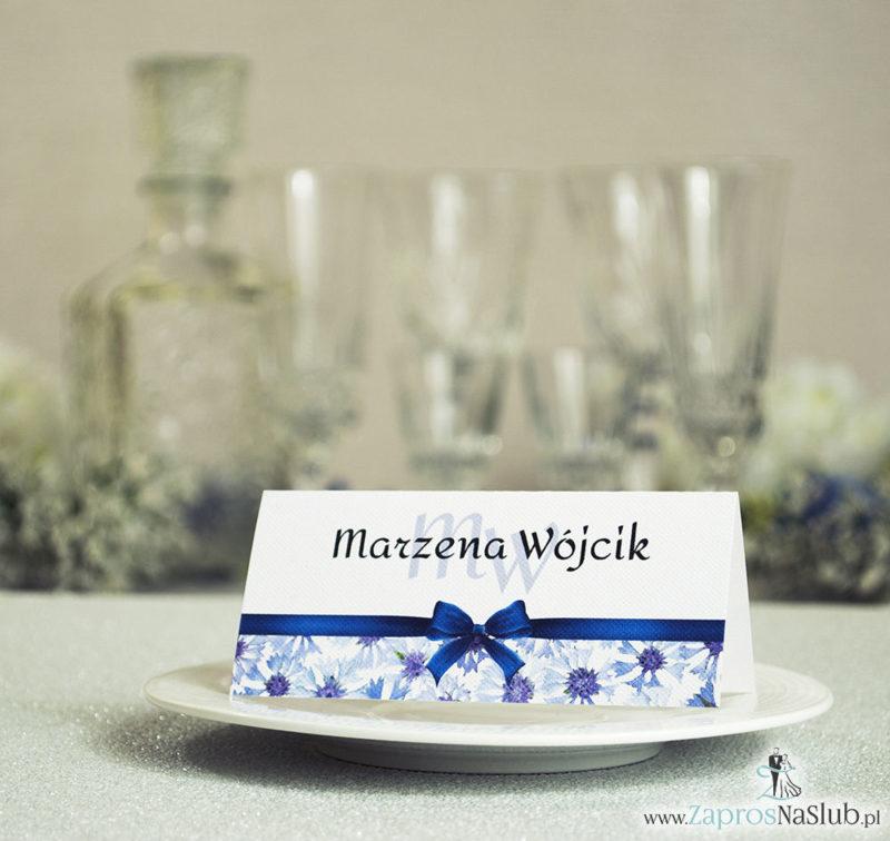 WIN-108 Kwiatowe winietki ślubne - składane na pół. Niebieskie chabry z malowaną, poziomą wstążką - zaproszenia na ślub zaproszenie ślubne