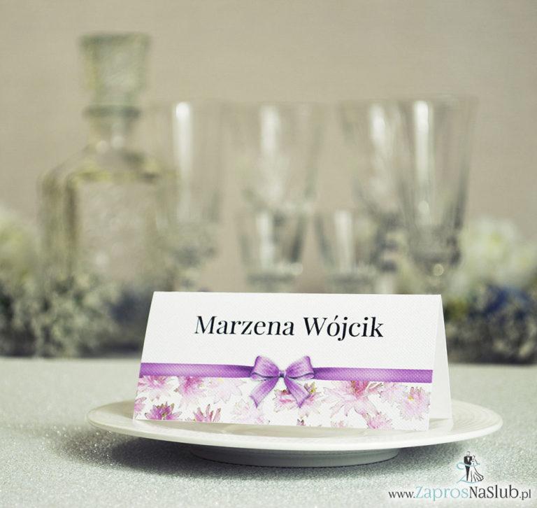 ZaprosNaSlub - Zaproszenia ślubne, personalizowane, boho, rustykalne, kwiatowe księga gości, zawieszki na alkohol, winietki, koperty, plany stołów - Kwiatowe winietki ślubne – składane na pół. Różowe kwiaty z malowaną, poziomą wstążką