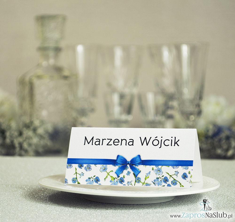 WIN-111 Kwiatowe winietki ślubne - składane na pół. Niebiesko zielony motyw kwiatowy z malowaną, poziomą wstążką - zaproszenia na ślub zaproszenie ślubne