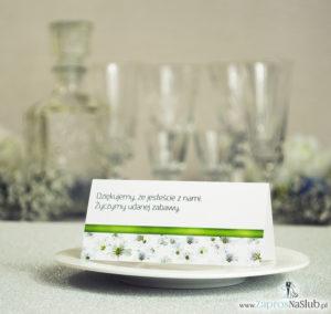 Kwiatowe winietki ślubne - składane na pół. Białe drobne kwiaty z malowaną, poziomą wstążką