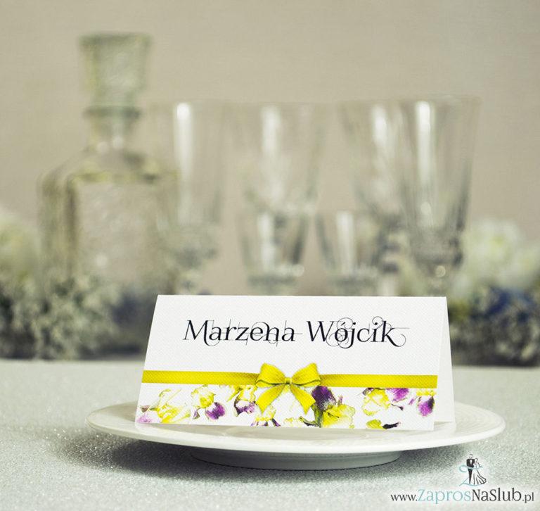 Kwiatowe winietki ślubne – składane na pół. Żółto fioletowe irysy z malowaną, poziomą wstążką - ZaprosNaSlub