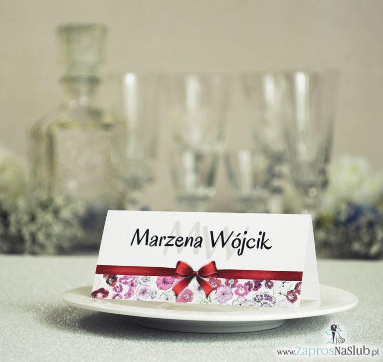 Kwiatowe winietki ślubne – składane na pół. Czerwone, różowe goździki z malowaną, poziomą wstążką - ZaprosNaSlub