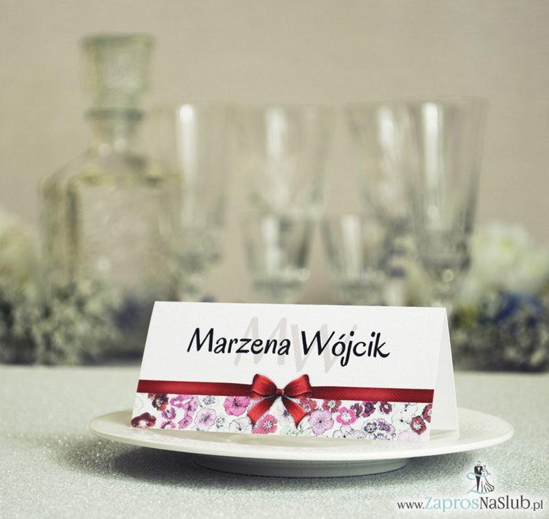 WIN-116 Kwiatowe winietki ślubne - składane na pół. Czerwone, różowe goździki z malowaną, poziomą wstążką - zaproszenia na ślub zaproszenie ślubne