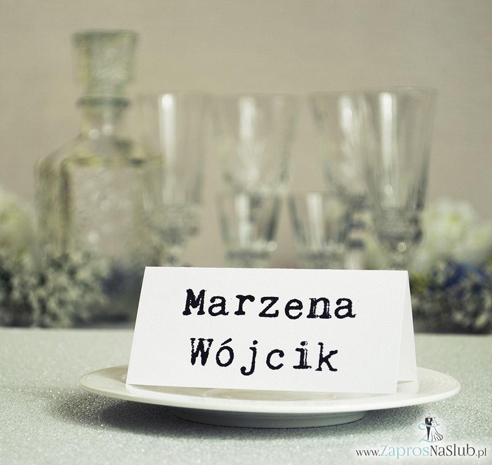 Winietki ślubne, składane na pół, będące uzupełnieniem zaproszeń z wezwaniem