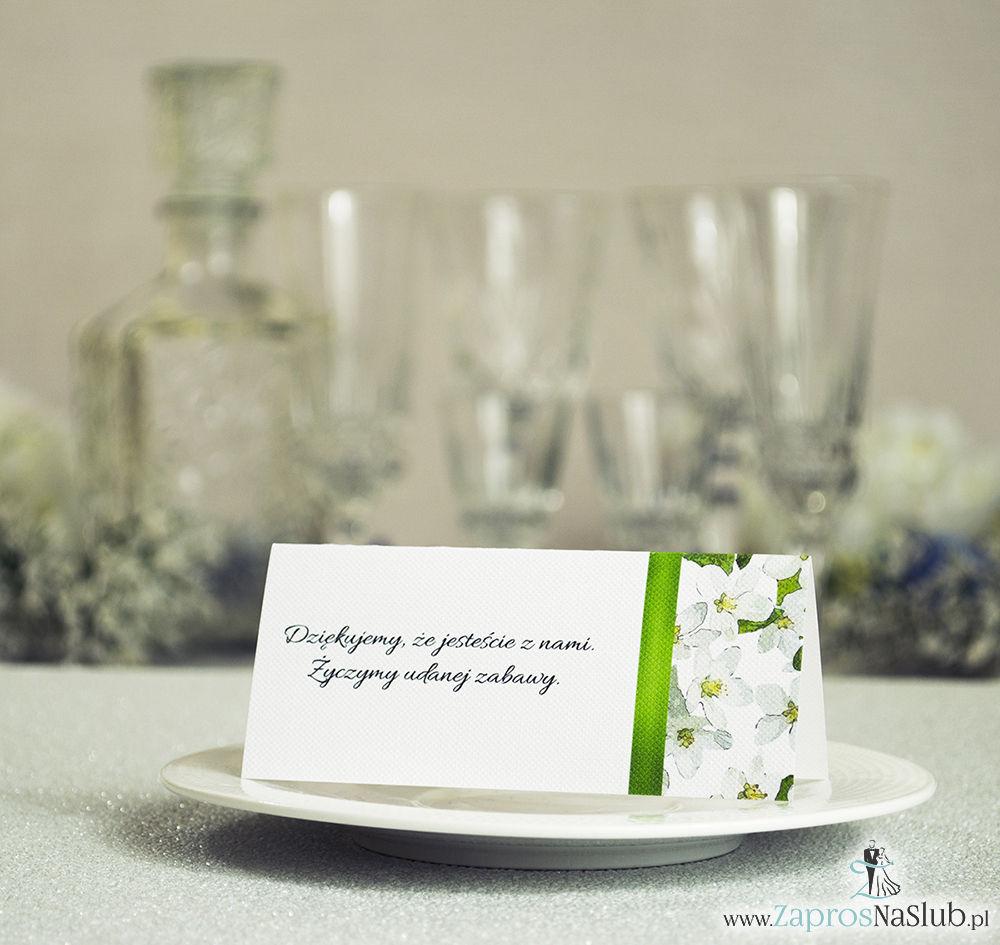 Kwiatowe winietki ślubne - składane na pół winietki z kwiatami jabłoni oraz malowaną, pionową wstążką