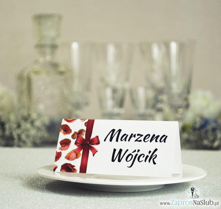 ZaprosNaSlub - Zaproszenia ślubne, personalizowane, boho, rustykalne, kwiatowe księga gości, zawieszki na alkohol, winietki, koperty, plany stołów - Kwiatowe winietki ślubne – składane na pół winietki. Czerwone maki z malowaną, pionową wstążką
